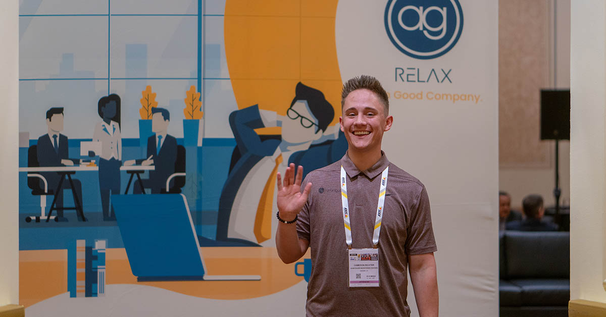 cameron-richter-waving-relax-room-isc-west-2019